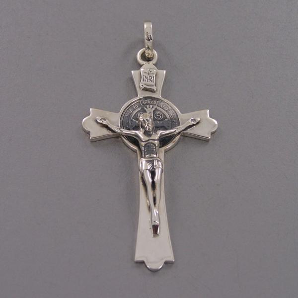 Crucifijo de San Benedicto plateado